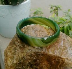 天然馬達加斯波斯紋帶冰綠瑪瑙手鐲/漂純天然玉鐲,珍藏品便宜出清1888元(手圍號數18.5圍)