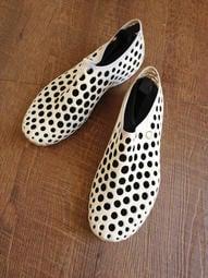 二手 NIKE真品正品Zvezdochka by Marc Newson女限量運動休閒鞋 白黑 7號 點點 豆豆鞋