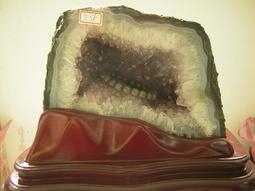 【采鑫坊】天然紫水晶洞(紫晶洞)~高21公分《自取免運費.免郵資》帶鈦晶共生贈特製底座~