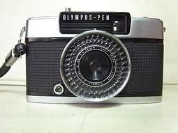 美品全金屬機械式OLYMPUS PEN EE3是使用一般傳統135銀鹽36張底片,可以拍72張照片(所謂半格相機),鏡頭乾淨無霉,功能正常