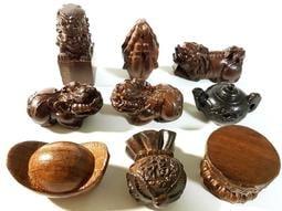 (新大成藝品) 蓮花座 木雕雕刻 手把件 桌上小擺飾 茶壺 福袋 豼貅 元寶 買10送1