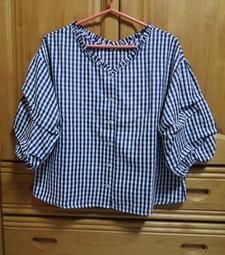 2手衣物-  V領藍格紋衣  尺寸F