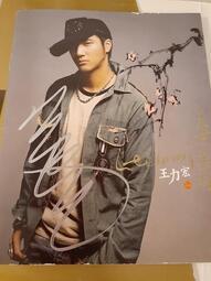 王力宏蓋世英雄專輯 CD附歌詞本及親筆簽名  二手七成新 400元